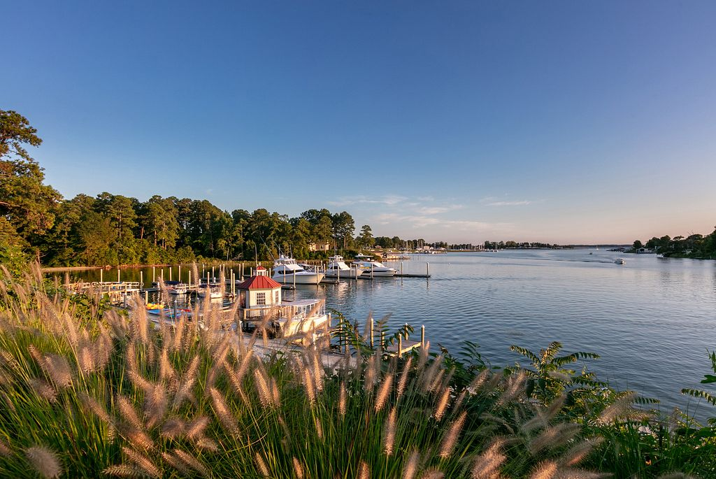 Read more about the article 6 Road Trip Ideas for a Waterfront WanderLove Vacation