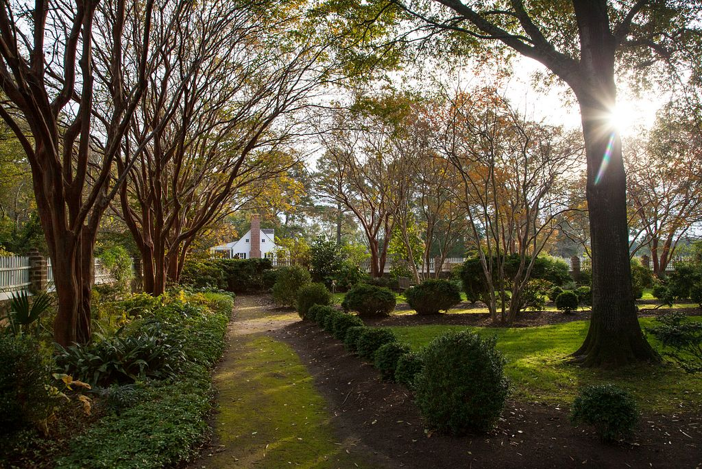 Read more about the article Historic Garden Week 2021: The Most Stunning Virginia Gardens for Spring Flowers